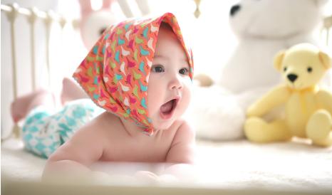 rugの上の赤ちゃん